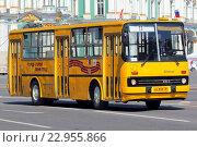 Купить «Санкт-Петербург. Парад ретро-автобусов. Городской автобус Икарус 260», эксклюзивное фото № 22955866, снято 22 мая 2016 г. (c) Александр Тарасенков / Фотобанк Лори