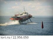 Купить «Судно на подводных крыльях на поверхности озера», фото № 22956050, снято 13 июня 2008 г. (c) Илья Малов / Фотобанк Лори
