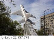 Купить ««Самолет МиГ-21», установленный в честь летчиков-качинцев. Волгоград», фото № 22957778, снято 4 мая 2016 г. (c) Владимир Арсентьев / Фотобанк Лори