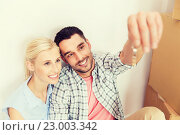 Купить «couple with key and boxes moving to new home», фото № 23003342, снято 6 июня 2015 г. (c) Syda Productions / Фотобанк Лори