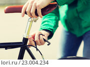 Купить «close up of man adjusting fixed gear bike saddle», фото № 23004234, снято 30 мая 2015 г. (c) Syda Productions / Фотобанк Лори