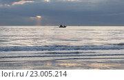 Утро, море, катер. Стоковое видео, видеограф Пётр Мусатов / Фотобанк Лори