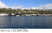 Купить «Подводные лодки и корабли в южной бухте Севастополя, Крым», видеоролик № 23009902, снято 21 апреля 2016 г. (c) Яна Королёва / Фотобанк Лори