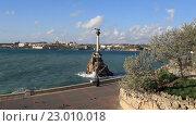 Купить «Вид на набережную и памятник затопленным кораблям в Севастополе. Крым», видеоролик № 23010018, снято 21 апреля 2016 г. (c) Яна Королёва / Фотобанк Лори