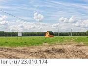 Купить «Электрификация нового участка под дачный поселок», эксклюзивное фото № 23010174, снято 27 мая 2016 г. (c) Юрий Шурчков / Фотобанк Лори