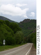 """Дорога в горах с дорожным знаком """"конец всех ограничений"""" Адыгея. Стоковое фото, фотограф Сергей Калинкин / Фотобанк Лори"""