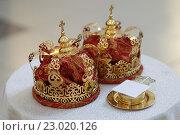 Венчальные короны. Стоковое фото, фотограф Дмитрий Неумоин / Фотобанк Лори
