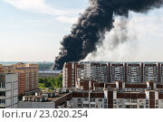 Купить «Черный дом от пожара в Зеленограде.», фото № 23020254, снято 31 мая 2016 г. (c) Володина Ольга / Фотобанк Лори