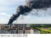 Купить «Черный дом от пожара в Зеленограде.», фото № 23020258, снято 31 мая 2016 г. (c) Володина Ольга / Фотобанк Лори