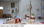 Купить «Свечи в храме в канун Пасхи», видеоролик № 23025130, снято 23 апреля 2016 г. (c) Vitalii Popov / Фотобанк Лори