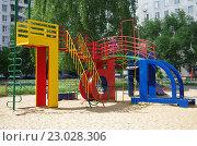 Купить «Город Раменское. Оригинальная детская площадка из букв», фото № 23028306, снято 30 мая 2016 г. (c) Natalya Sidorova / Фотобанк Лори