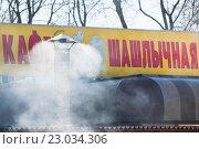 Купить «Дымящая труба кафе», эксклюзивное фото № 23034306, снято 2 мая 2013 г. (c) Алёшина Оксана / Фотобанк Лори
