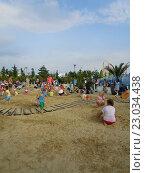 Купить «Дети играют в мега песочнице Лукоморье в тематическом парке развлечений, Сочи Парк», фото № 23034438, снято 1 июня 2016 г. (c) DiS / Фотобанк Лори