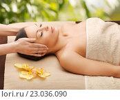 woman in spa getting facial massage. Стоковое фото, фотограф Syda Productions / Фотобанк Лори