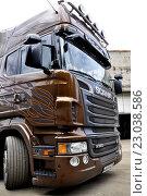 Купить «Грузовик Scania Black Amber, ограниченный выпуск», фото № 23038586, снято 2 июня 2016 г. (c) Владимир Кошарев / Фотобанк Лори