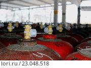 Полный газовый баллон с опломбированным вентилем. Стоковое фото, фотограф Кохан Пётр / Фотобанк Лори
