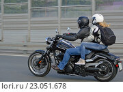 Купить «Мотоциклист с пассажиркой мчится по трассе», фото № 23051678, снято 28 мая 2016 г. (c) Александр Замараев / Фотобанк Лори