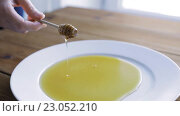 Купить «hand holding dipper with honey pouring to plate», видеоролик № 23052210, снято 15 апреля 2016 г. (c) Syda Productions / Фотобанк Лори