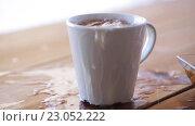 Купить «lump sugar falling to cup of tea and splashing», видеоролик № 23052222, снято 15 апреля 2016 г. (c) Syda Productions / Фотобанк Лори
