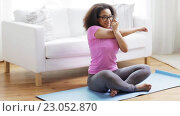 Купить «happy african woman exercising on mat at home», видеоролик № 23052870, снято 7 мая 2016 г. (c) Syda Productions / Фотобанк Лори