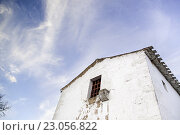 Купить «Old abandoned house, detail of an old house with sky.», фото № 23056822, снято 17 января 2015 г. (c) easy Fotostock / Фотобанк Лори