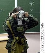 Купить «Обучение одевания противогаза в кадетском корпусе полиции», фото № 23065146, снято 24 октября 2013 г. (c) Free Wind / Фотобанк Лори