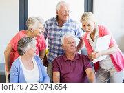 Купить «Nurse showing clipboard to seniors», фото № 23074654, снято 2 марта 2016 г. (c) Wavebreak Media / Фотобанк Лори