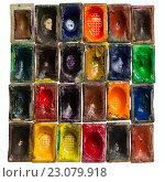 Купить «Старые акварельные краски», фото № 23079918, снято 9 мая 2016 г. (c) Максим Сергеенков / Фотобанк Лори