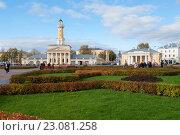 Купить «Октябрьский день на Сусанинской площади. Кострома», фото № 23081258, снято 11 октября 2012 г. (c) Виктор Карасев / Фотобанк Лори