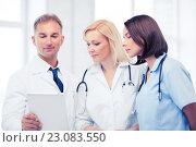 Купить «doctors looking at tablet pc», фото № 23083550, снято 6 июля 2013 г. (c) Syda Productions / Фотобанк Лори