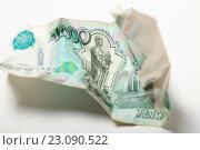 Купить «Смятая купюра 1000 рублей», эксклюзивное фото № 23090522, снято 14 июня 2016 г. (c) Яна Королёва / Фотобанк Лори