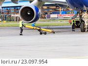 Купить «Авиационные инженеры обслуживают двигатель самолёта», фото № 23097954, снято 26 сентября 2014 г. (c) Андрей Радченко / Фотобанк Лори
