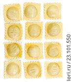 Купить «Итальянские квадратные равиоли на белом фоне», фото № 23101550, снято 14 июня 2016 г. (c) Наталия Пыжова / Фотобанк Лори