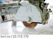 Купить «Станок для резки камня», фото № 23115170, снято 2 июля 2015 г. (c) Юлия Бочкарева / Фотобанк Лори