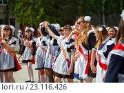 Купить «Выпускной», эксклюзивное фото № 23116426, снято 24 мая 2016 г. (c) Иван Карпов / Фотобанк Лори