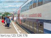 Купить «Moscow, Russia - June 14.2016. two-storey train number 45 route from Moscow to Voronezh at Kazan station», фото № 23124178, снято 14 июня 2016 г. (c) Володина Ольга / Фотобанк Лори