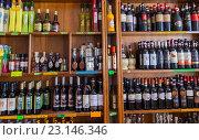 Купить «Бутылки с алкоголем на полках магазина в Сан-Марино. Италия», фото № 23146346, снято 6 ноября 2013 г. (c) Евгений Ткачёв / Фотобанк Лори
