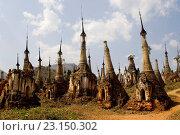 Купить «Ruins at Paya Shwe Inn Thein Buddhist temple at Inthein village on banks of Inle Lake, Burma, Myanmar.», фото № 23150302, снято 21 февраля 2006 г. (c) age Fotostock / Фотобанк Лори
