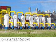 Купить «Пылеуловители для очистки природного газа и цеха на компрессорной станции», фото № 23152070, снято 20 июня 2015 г. (c) Григорий Писоцкий / Фотобанк Лори