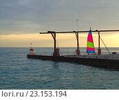 Купить «Парусная лодка на берегу моря на закате», фото № 23153194, снято 14 июня 2016 г. (c) DiS / Фотобанк Лори