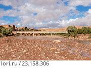 Река Asif Ounila вблизи Касба Айт-Бен-Хадду (2015 год). Стоковое фото, фотограф Михаил Пряхин / Фотобанк Лори