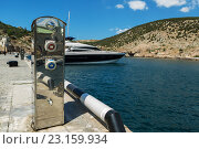 Купить «Колонка для заправки яхт на причале», фото № 23159934, снято 9 июня 2016 г. (c) Юлия Машкова / Фотобанк Лори