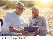 Купить «happy senior couple with tablet pc on summer beach», фото № 23186614, снято 18 августа 2015 г. (c) Syda Productions / Фотобанк Лори