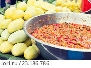 Купить «chilly wok or pilaf and mango at street market», фото № 23186786, снято 7 февраля 2015 г. (c) Syda Productions / Фотобанк Лори