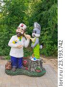 Купить «Доктор Айболит и зайчик. Скульптура», эксклюзивное фото № 23193742, снято 25 июня 2016 г. (c) Volgograd.travel / Фотобанк Лори