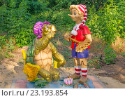 Купить «Буратино и черепаха Тортилла. Скульптура», эксклюзивное фото № 23193854, снято 25 июня 2016 г. (c) Volgograd.travel / Фотобанк Лори