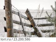Старый покосившийся забор зимой. Стоковое фото, фотограф Игорь Аникин / Фотобанк Лори