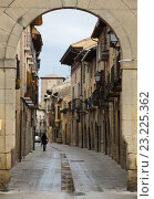 narrow street in Navarre. Olite, Spain (2016 год). Стоковое фото, фотограф Яков Филимонов / Фотобанк Лори
