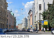 Купить «Москва, центр. Улица Ильинка», эксклюзивное фото № 23226378, снято 10 июня 2016 г. (c) Александр Замараев / Фотобанк Лори
