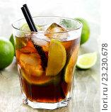 Купить «Cuba Libre cocktail», фото № 23230678, снято 2 сентября 2014 г. (c) Tatjana Baibakova / Фотобанк Лори